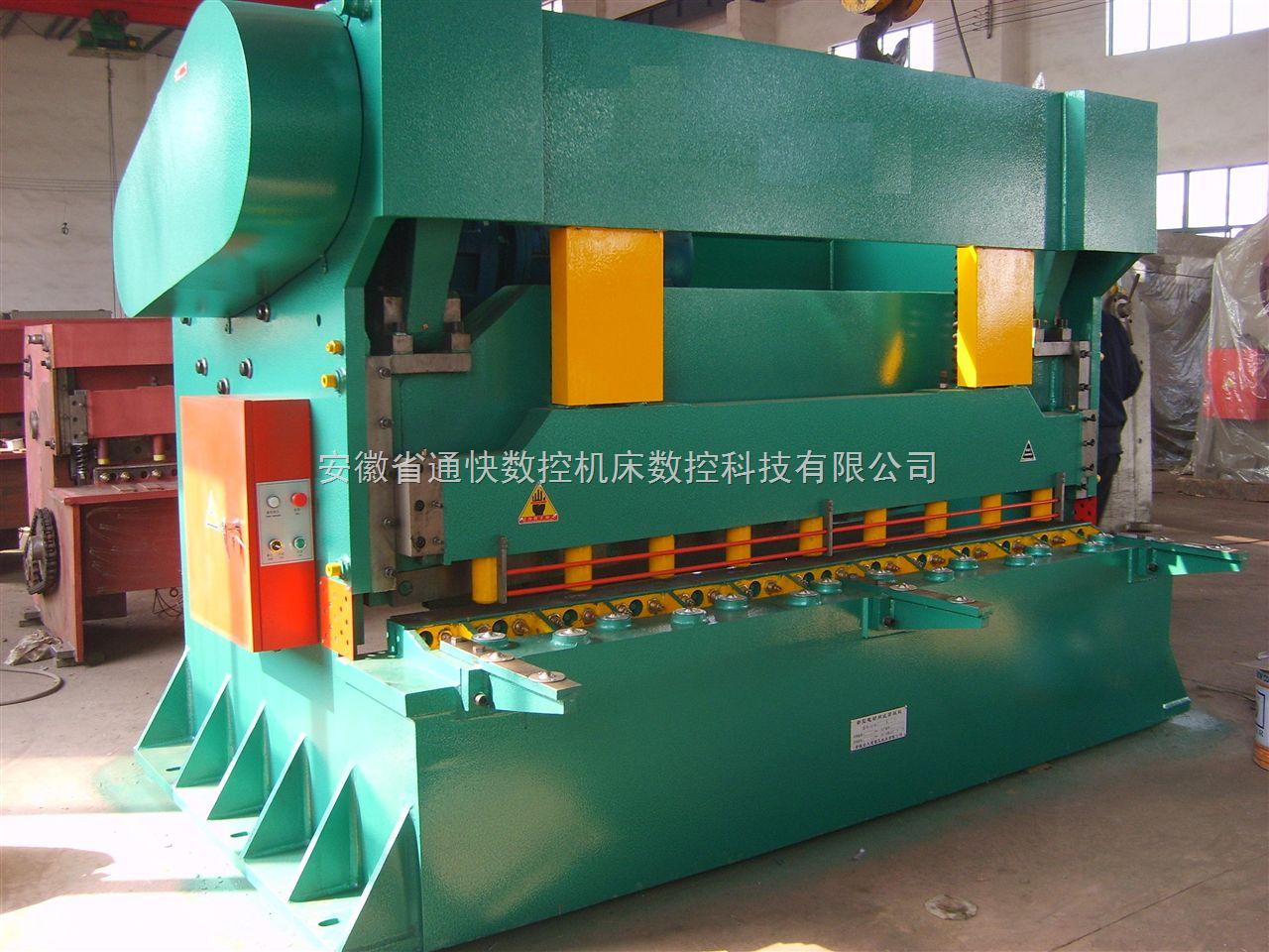 集成式液压系统,可靠性好;    机器采用机械式扭力同步;  剪板机 配